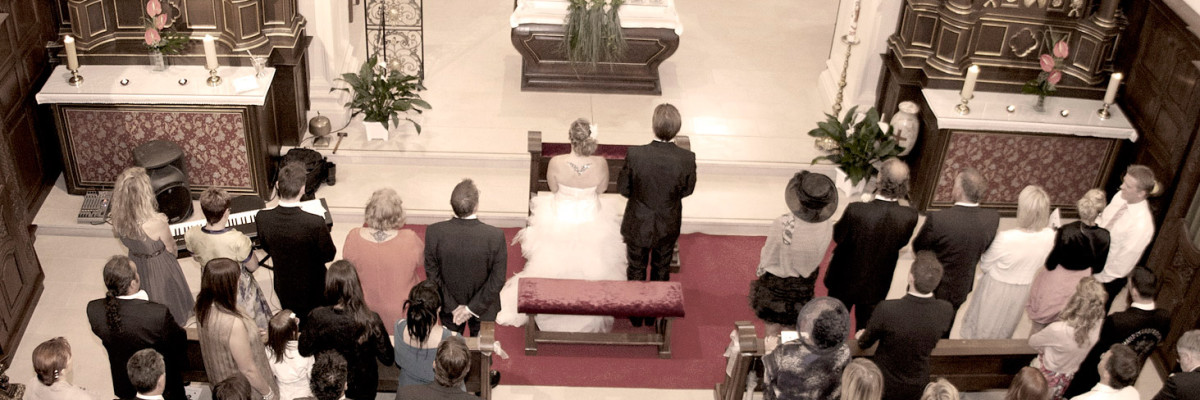 Hochzeitssängerin Christina Meißner in der Kirche